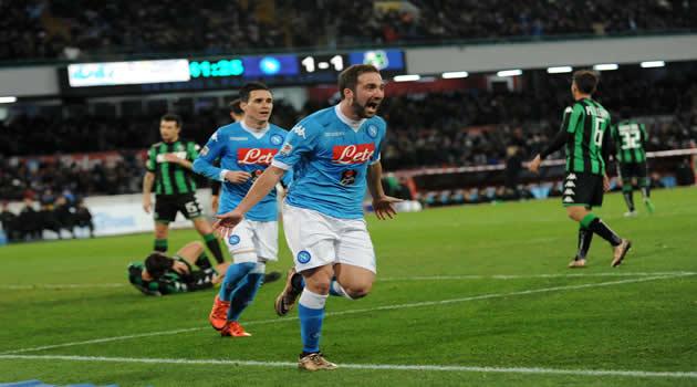 Napoli - Sassuolo - Higuain esulta dopo il gol del 2-1