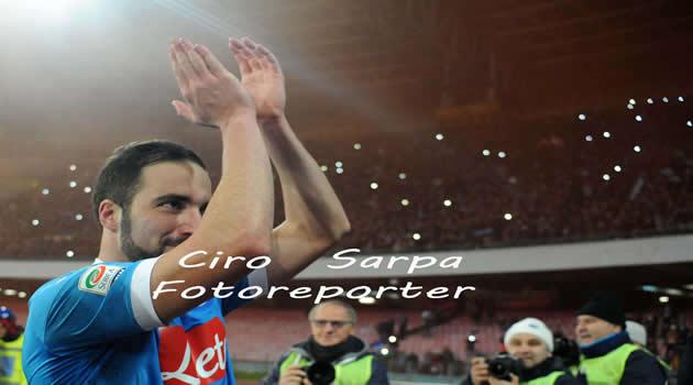 Napoli - Sassuolo - Higuain fine partita sotto la curva