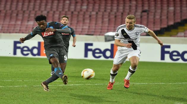 Napoli vs Legia Varsavia tiro gol di Chalobah