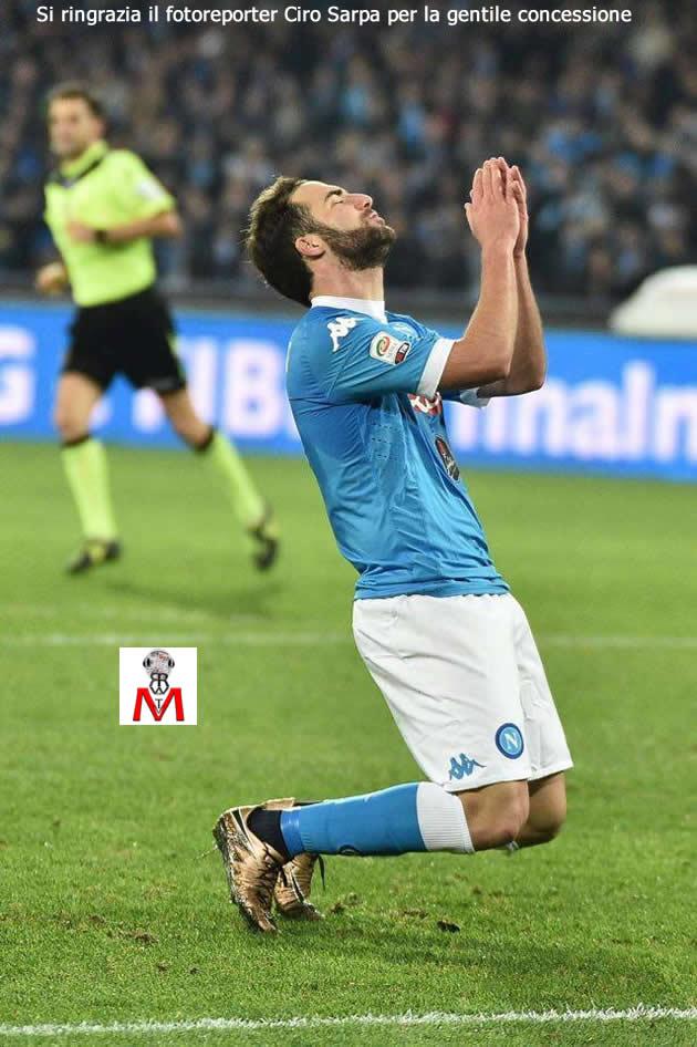 Napoli vs Roma - Higuain