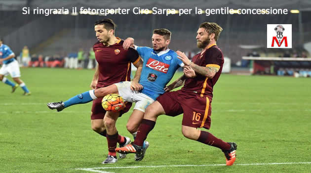Napoli vs Roma - Mertens in sandwich