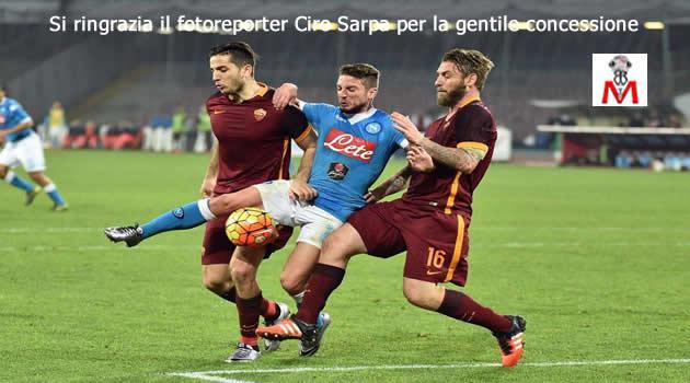 Napoli vs Roma - Mertens in sandwich