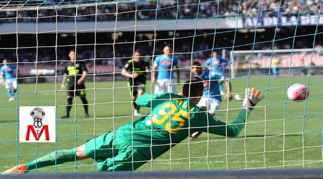 Napoli vs Verona - Insigne batte il rigore