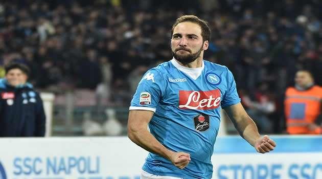 Napoli vs Inter - Higuain, esulta dopo il gol