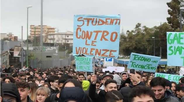 Napoli - Studenti contro le violenze