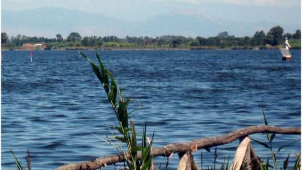 Giugliano. Corpo senza vita nel lago Patria: disposte le indagini